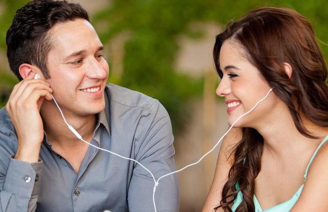 Những dấu hiệu nhận biết chàng muốn quan hệ bạn bè tiến thêm bước nữa - Ảnh 6.