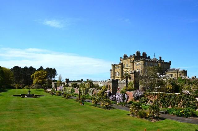 Lâu đài cổ - Một trong những nét đặc trưng của du lịch châu Âu - Ảnh 4.