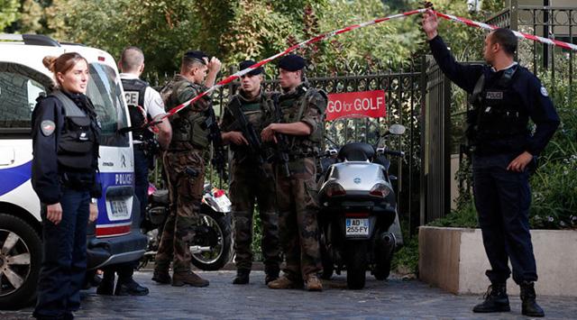 Đâm xe vào các binh sĩ Pháp, 6 quân nhân bị thương - Ảnh 1.