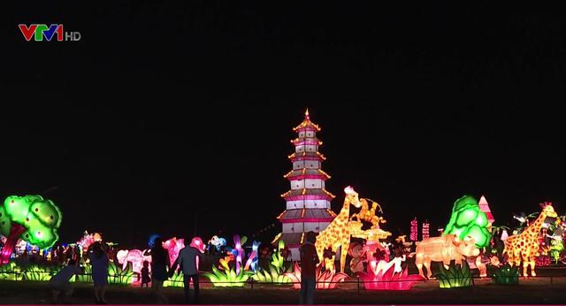 Rực rỡ lễ hội ánh sáng và đèn lồng tại TP.HCM - Ảnh 1.