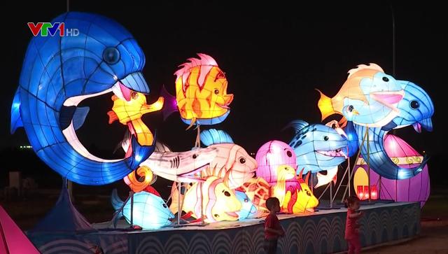Rực rỡ lễ hội ánh sáng và đèn lồng tại TP.HCM - Ảnh 2.