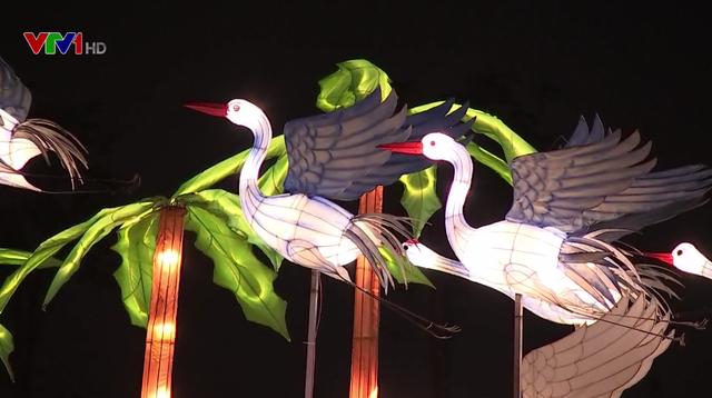 Rực rỡ lễ hội ánh sáng và đèn lồng tại TP.HCM - Ảnh 4.