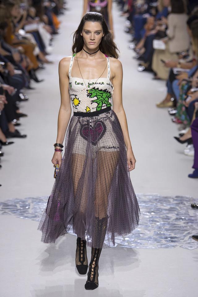 Thí sinh vồ ếch năm nào của Americas Next Top Model nay đầy quyến rũ ở Tuần lễ thời trang - Ảnh 1.