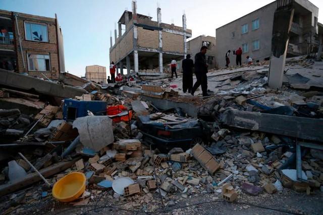 Giờ phút động đất làm rung chuyển các tòa nhà tại biên giới Iran và Iraq - Ảnh 1.