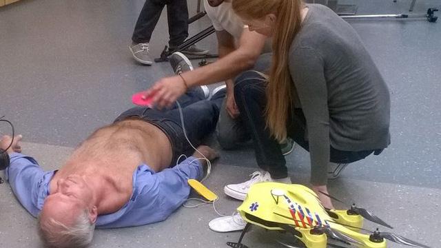 Cấp cứu bệnh nhân đau tim bằng máy bay không người lái - Ảnh 4.