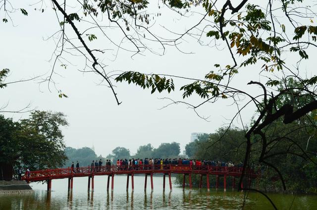 Hồ Gươm - Viên ngọc xanh giữa lòng Hà Nội - Ảnh 1.