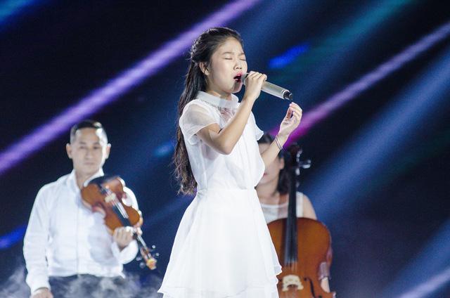 Hương Tràm mang Em gái mưa phiên bản mới toanh đến Giọng hát Việt nhí - Ảnh 1.