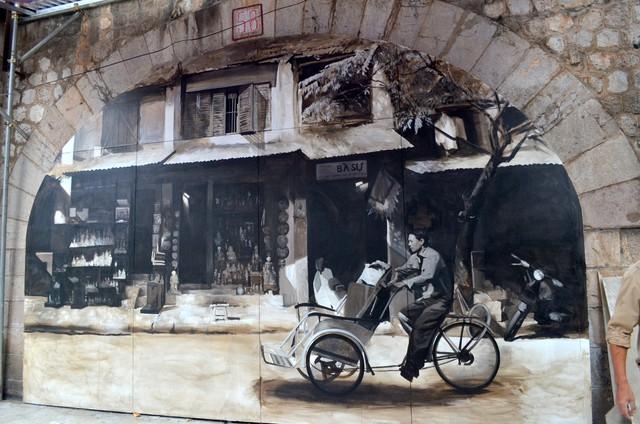 Chiêm ngưỡng những bức bích họa đầu tiên trên phố Phùng Hưng - Ảnh 4.