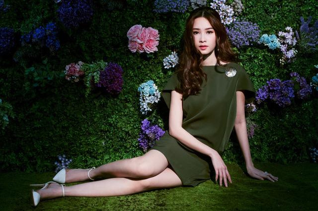 Bị chê tiếng Anh kém, Đặng Thu Thảo vẫn ghi điểm với vẻ đẹp tinh khôi - Ảnh 9.