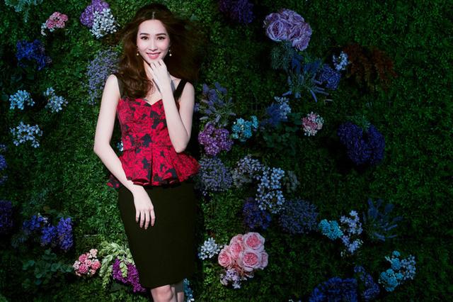 Bị chê tiếng Anh kém, Đặng Thu Thảo vẫn ghi điểm với vẻ đẹp tinh khôi - Ảnh 12.