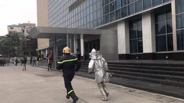 Diễn tập phương án chữa cháy và cứu hộ tại tầng 16 tòa nhà Trung tâm Đài THVN - Ảnh 4.