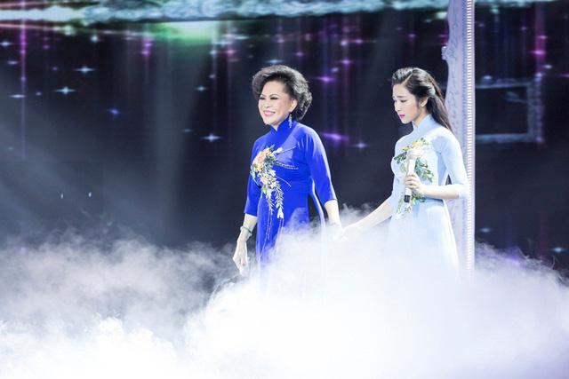Erik làm Phi Nhung rơi lệ, Hòa Minzy được coi là hậu duệ của Giao Linh - Ảnh 4.
