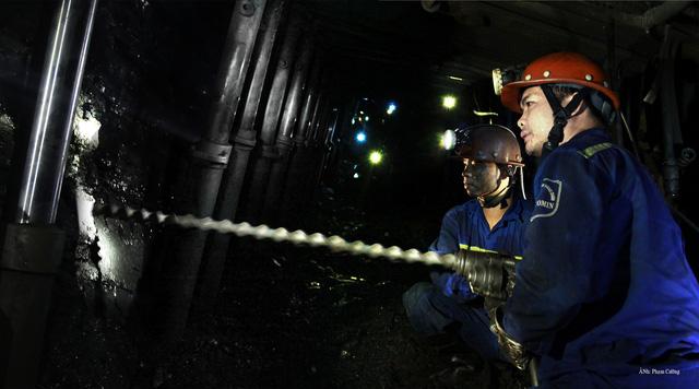 Khoảnh khắc chân thật về cuộc sống của những người thợ mỏ ở Quảng Ninh - Ảnh 16.