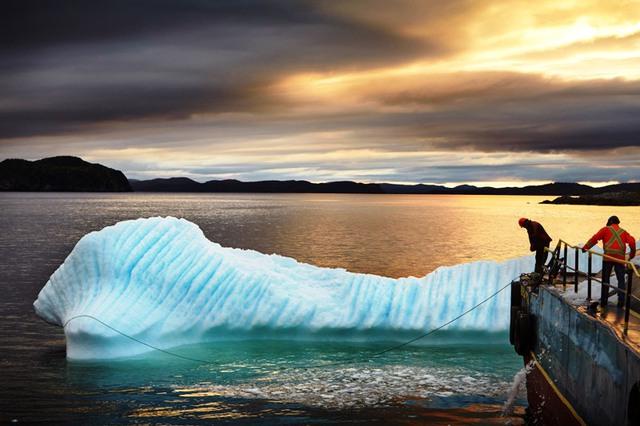 Nghề thu hoạch... băng trôi tại Canada - Ảnh 1.