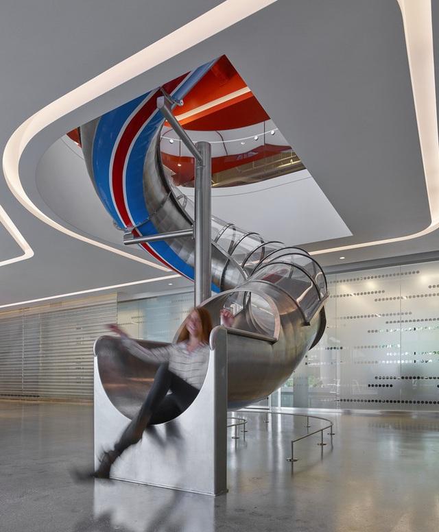 Độc đáo nơi làm việc có ống trượt, xích đu dành cho nhân viên - Ảnh 5.