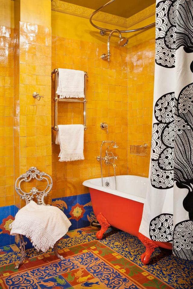 Thích thú với những mẫu phòng tắm ngập sắc màu - Ảnh 7.