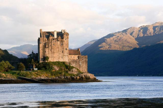 Lâu đài cổ - Một trong những nét đặc trưng của du lịch châu Âu - Ảnh 7.