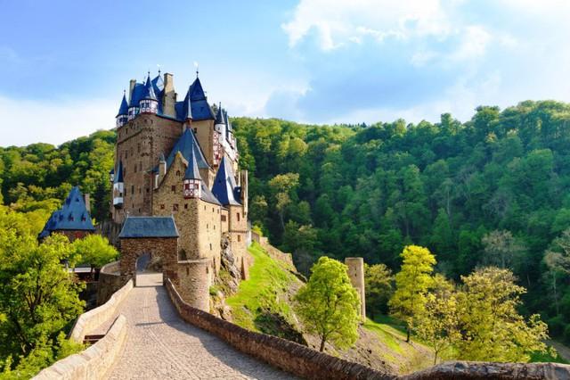 Lâu đài cổ - Một trong những nét đặc trưng của du lịch châu Âu - Ảnh 13.