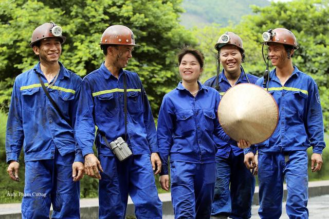 Khoảnh khắc chân thật về cuộc sống của những người thợ mỏ ở Quảng Ninh - Ảnh 22.