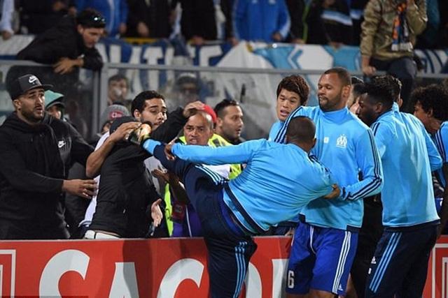 Nhận án treo giò 7 tháng, Patrice Evra bị Marseille thanh lý hợp đồng - Ảnh 3.