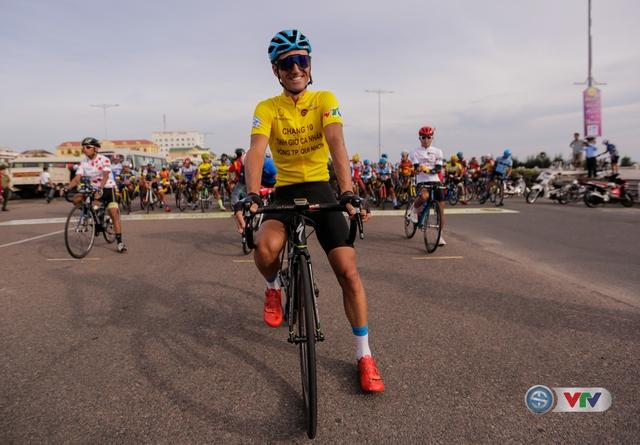 ẢNH: Những khoảnh khắc ấn tượng chặng 11 Giải xe đạp quốc tế VTV Cúp Tôn Hoa Sen 2017 - Ảnh 6.