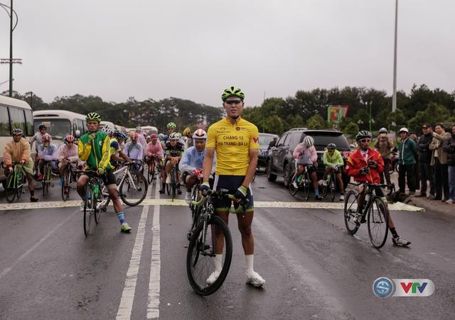 ẢNH: Những khoảnh khắc ấn tượng chặng 13 Giải xe đạp quốc tế VTV Cúp Tôn Hoa Sen 2017 - Ảnh 7.