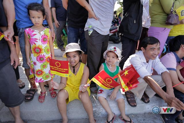 ẢNH: Những khoảnh khắc ấn tượng chặng 8 Giải xe đạp quốc tế VTV Cúp Tôn Hoa Sen 2017 - Ảnh 6.