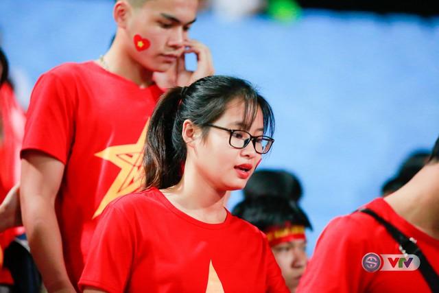 ẢNH: Rực rỡ sắc màu CĐV Việt Nam trước trận gặp ĐT Afghanistan - Ảnh 5.