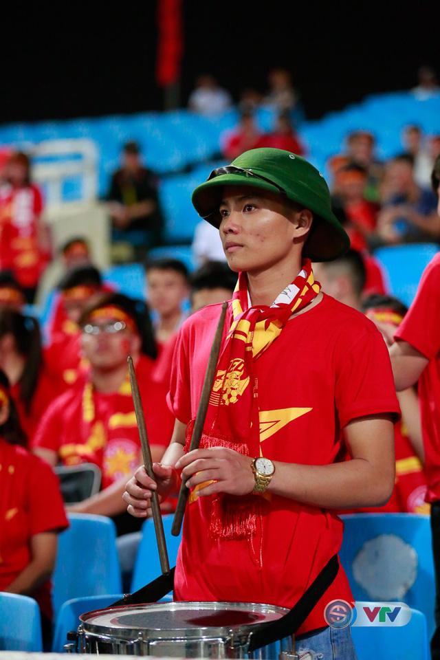 ẢNH: Rực rỡ sắc màu CĐV Việt Nam trước trận gặp ĐT Afghanistan - Ảnh 18.