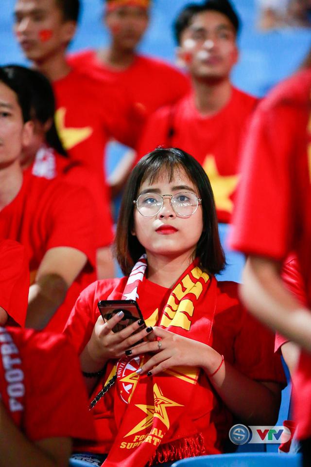 ẢNH: Rực rỡ sắc màu CĐV Việt Nam trước trận gặp ĐT Afghanistan - Ảnh 17.