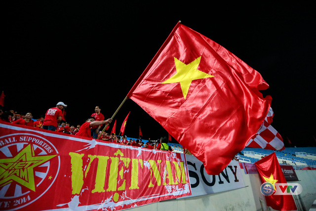 ẢNH: Rực rỡ sắc màu CĐV Việt Nam trước trận gặp ĐT Afghanistan - Ảnh 12.