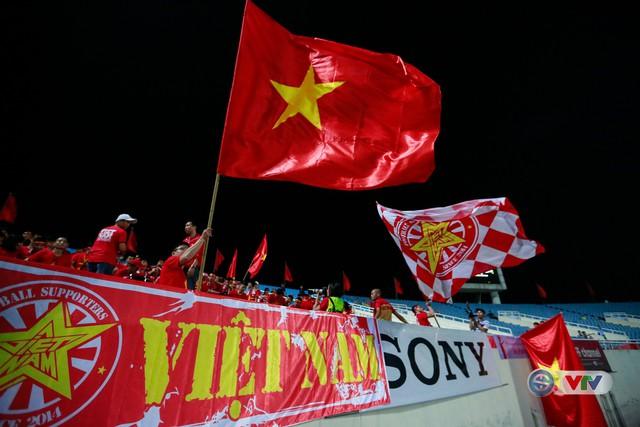 ẢNH: Rực rỡ sắc màu CĐV Việt Nam trước trận gặp ĐT Afghanistan - Ảnh 11.