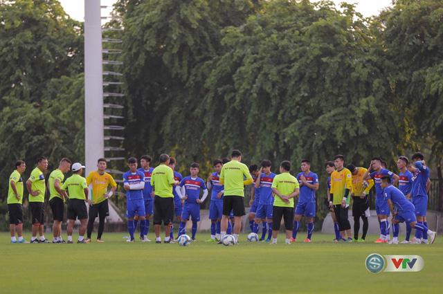 ẢNH: ĐT Việt Nam tiếp tục rèn chiến thuật, sẵn sàng cho trận đấu gặp ĐT Campuchia - Ảnh 1.