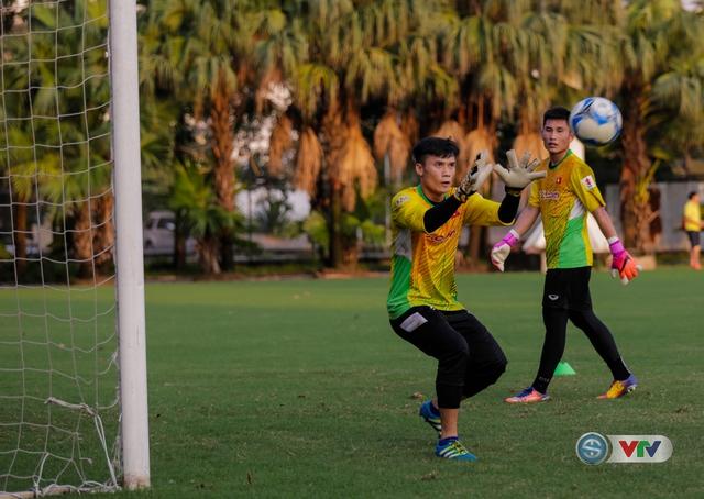 ẢNH: ĐT Việt Nam tiếp tục rèn chiến thuật, sẵn sàng cho trận đấu gặp ĐT Campuchia - Ảnh 5.