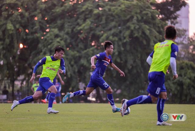 ẢNH: ĐT Việt Nam tiếp tục rèn chiến thuật, sẵn sàng cho trận đấu gặp ĐT Campuchia - Ảnh 11.