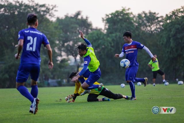ẢNH: ĐT Việt Nam tiếp tục rèn chiến thuật, sẵn sàng cho trận đấu gặp ĐT Campuchia - Ảnh 12.