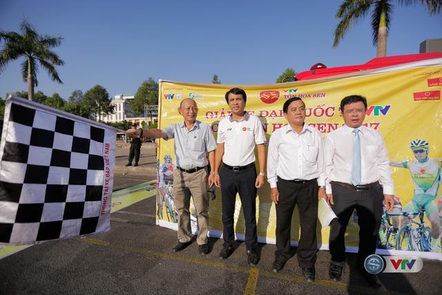 ẢNH: Những khoảnh khắc ấn tượng chặng 9 Giải xe đạp quốc tế VTV Cúp Tôn Hoa Sen 2017 - Ảnh 2.