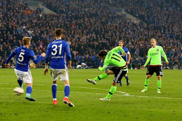 Kết quả tứ kết lượt về Europa League: Manchester United 2-1 Anderlecht , Schalke 3-2 Ajax - Ảnh 2.