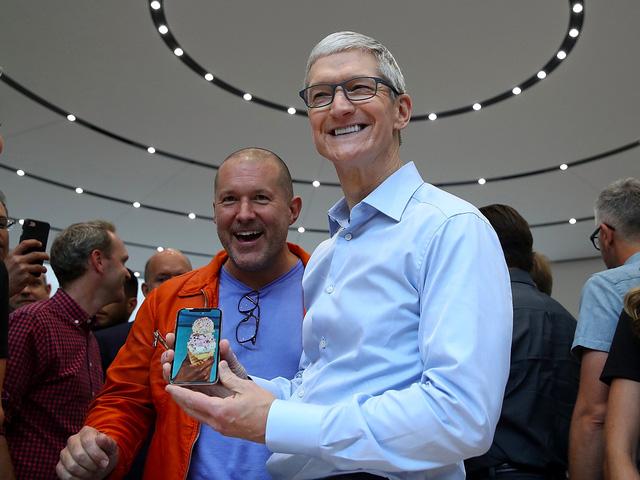 Apple ra mắt iPhone X khiến người dùng BlackBerry thấy... tự hào - Ảnh 1.