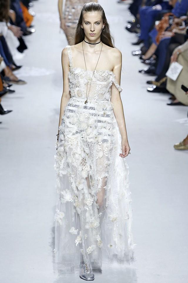 Ngắm những thiết kế váy cưới làm chao đảo Tuần lễ thời trang Paris - Ảnh 2.