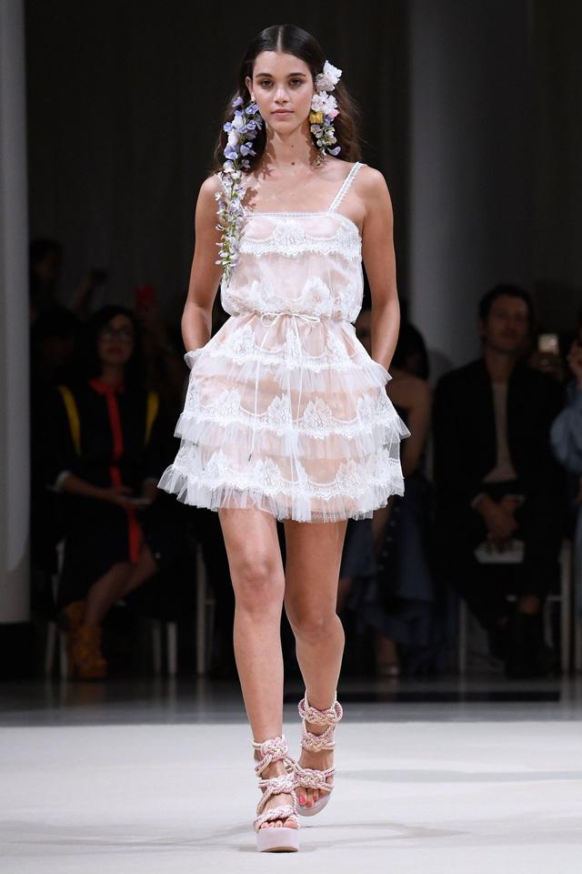 Ngắm những thiết kế váy cưới làm chao đảo Tuần lễ thời trang Paris - Ảnh 6.