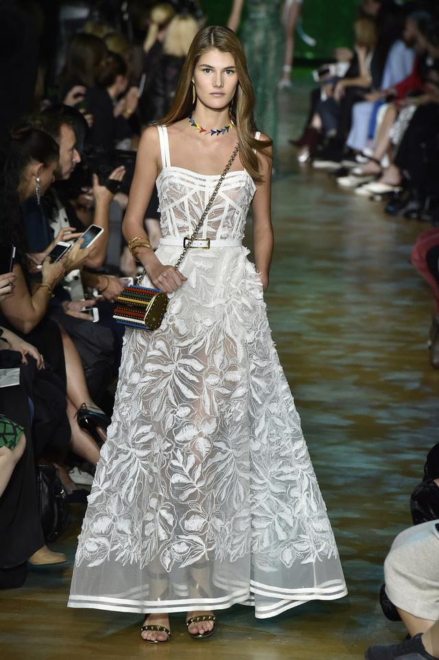 Ngắm những thiết kế váy cưới làm chao đảo Tuần lễ thời trang Paris - Ảnh 8.
