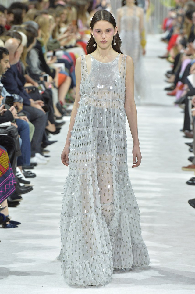 Ngắm những thiết kế váy cưới làm chao đảo Tuần lễ thời trang Paris - Ảnh 7.