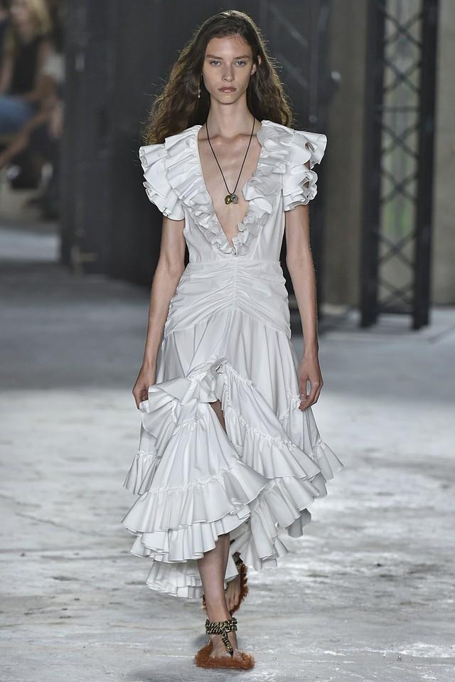Ngắm những thiết kế váy cưới làm chao đảo Tuần lễ thời trang Paris - Ảnh 3.