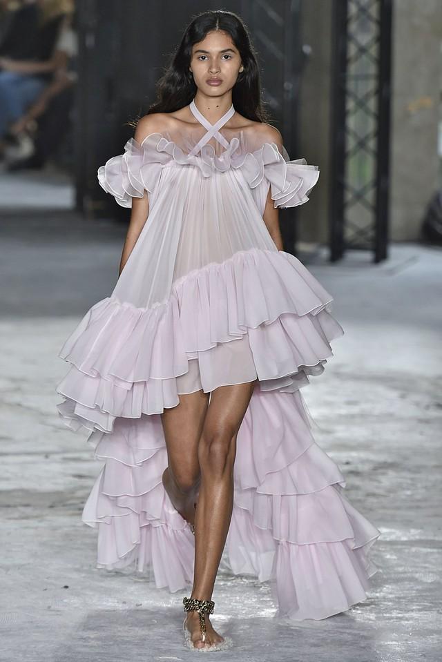 Ngắm những thiết kế váy cưới làm chao đảo Tuần lễ thời trang Paris - Ảnh 4.