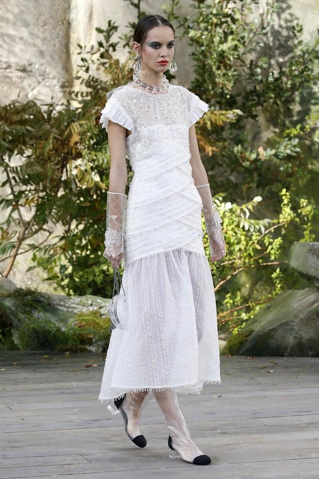 Ngắm những thiết kế váy cưới làm chao đảo Tuần lễ thời trang Paris - Ảnh 1.