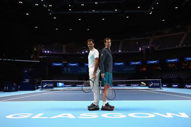 ẢNH: Ngộ nghĩnh Roger Federer mặc váy đối đầu với Andy Murray - Ảnh 1.