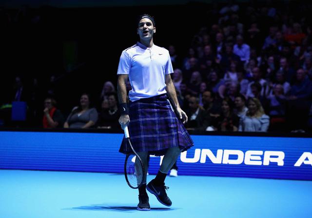 ẢNH: Ngộ nghĩnh Roger Federer mặc váy đối đầu với Andy Murray - Ảnh 5.