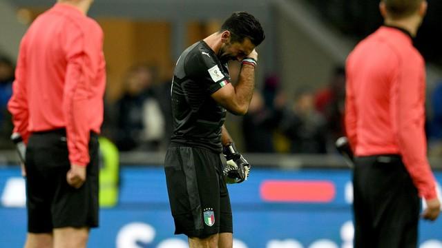 Italia ngồi nhà xem World Cup 2018: Khi đàn ông cũng phải khóc! - Ảnh 1.