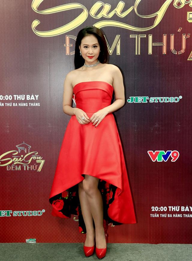 Sài Gòn đêm thứ 7: Phương Vy nổi bật với đầm ren ngọt ngào - Ảnh 4.